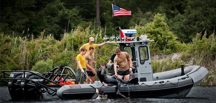 EOD divers train in Eglin waters