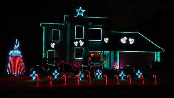 Troon Goon Christmas Lightshow candle theme