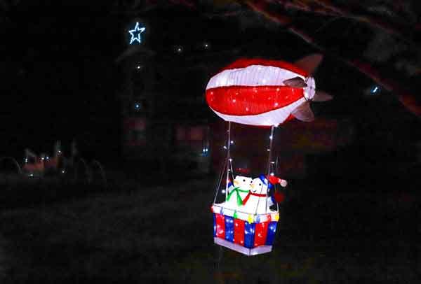 Troon Goon Christmas lights decor snowmen in blimp
